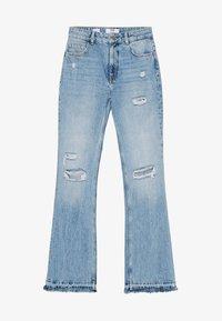 Bershka - MIT ZIERRISSEN - Flared jeans - blue denim - 4