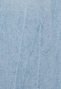 Bershka - CULOTTE MIT SCHLITZEN - Flared Jeans - blue denim - 5