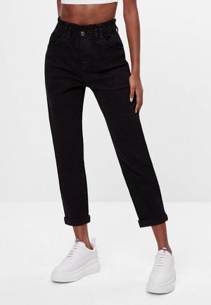MIT ELASTISCHEM BUND  - Straight leg jeans - black