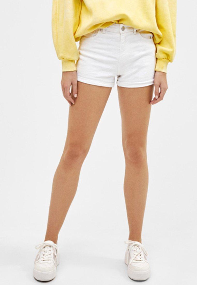 Bershka - Jeans Shorts - white