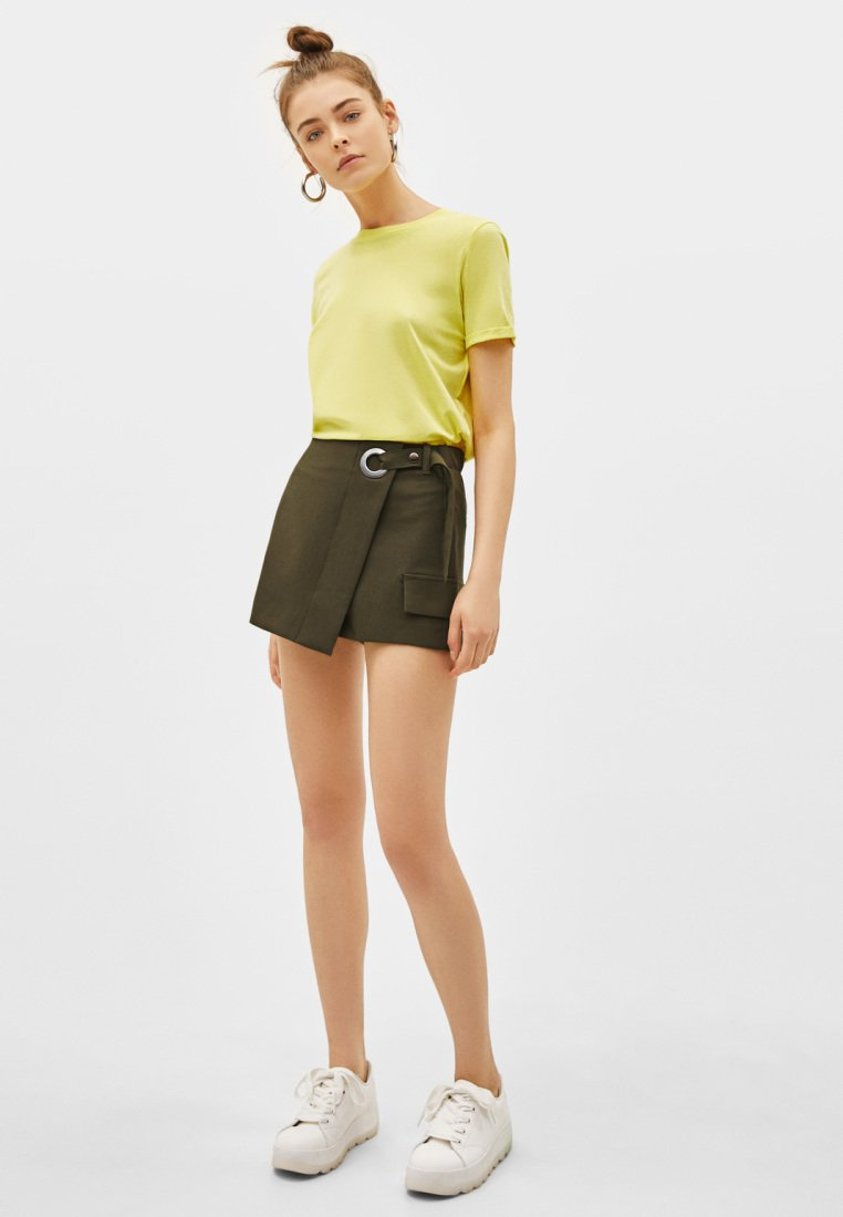Bershka - Shorts - khaki