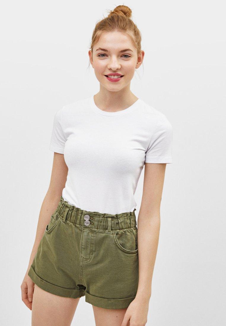 Bershka - MIT HOHEM BUND - Jeans Shorts - khaki