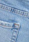 Bershka - MIT SAUMAUFSCHLAG - Denim shorts - light blue