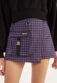 Bershka - UTILITY-HOSENROCK 02615168 - Shorts - dark purple - 3
