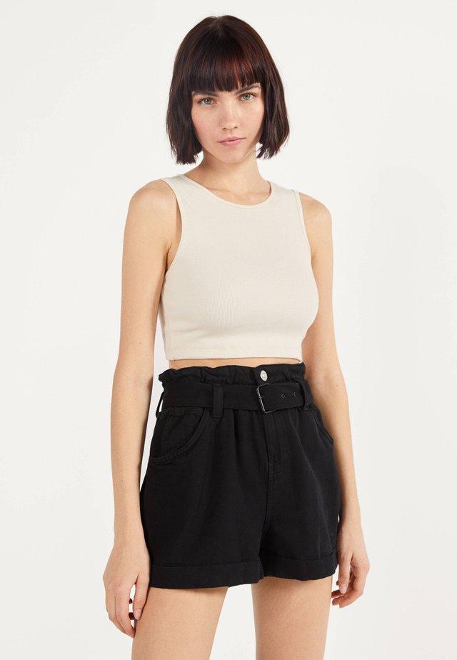 MIT GÜRTEL  - Shorts di jeans - black