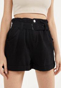 Bershka - MIT GÜRTEL  - Jeans Shorts - black - 4