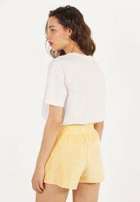 Bershka - Shorts - yellow - 2