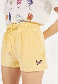 Bershka - Shorts - yellow - 3