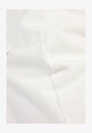 MOM - Jeansshort - white