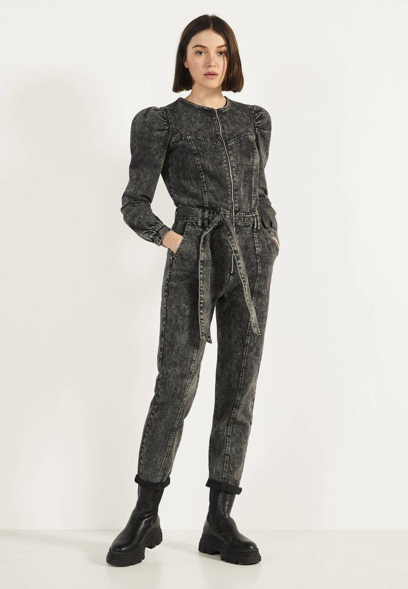 Bershka - 02954335 - Jumpsuit - metallic grey