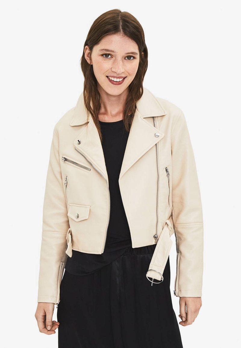 Bershka - Faux leather jacket - white