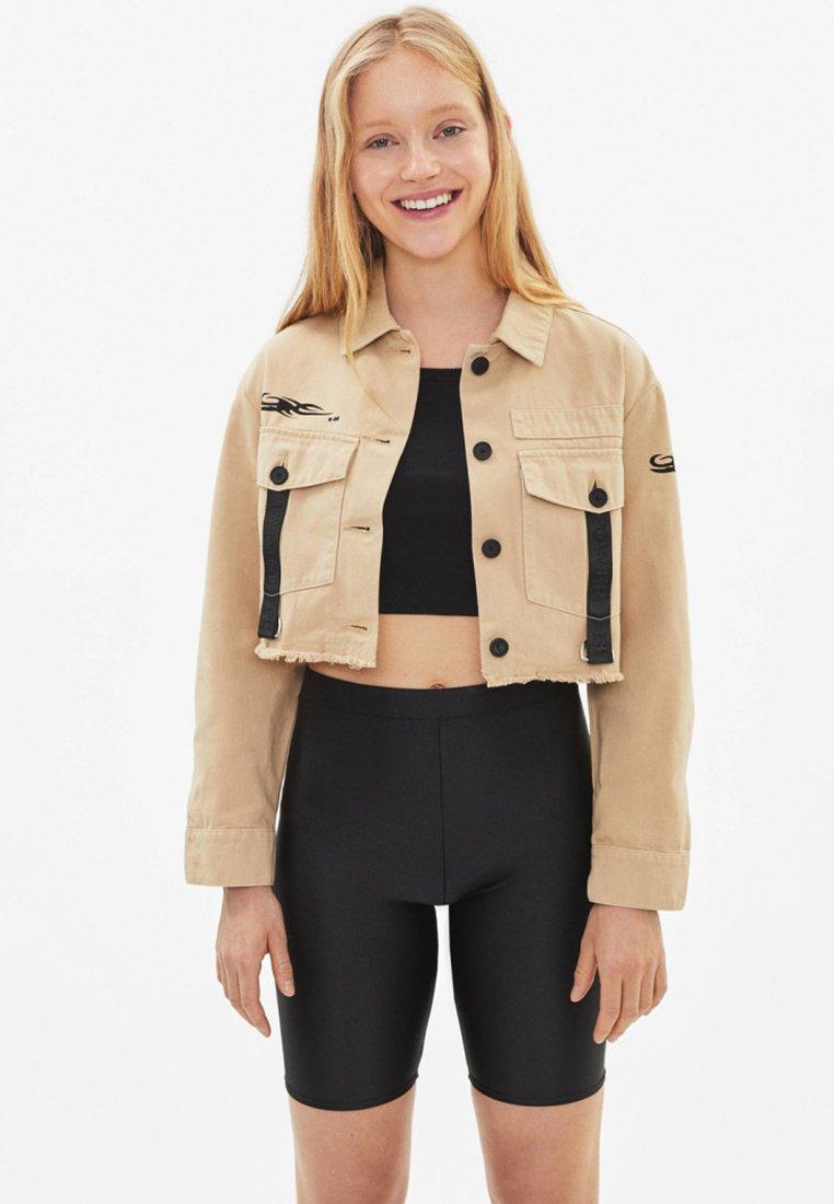 Bershka - MIT CAMOUFLAGEPRINT - Summer jacket - beige
