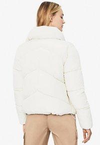 Bershka - PUFFY-JACKE 01460551 - Winterjas - white - 1