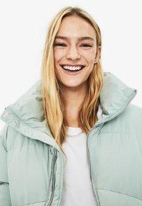 Bershka - PUFFY-JACKE 01460551 - Winter jacket - turquoise - 3