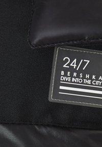 Bershka - Winterjacke - black - 4