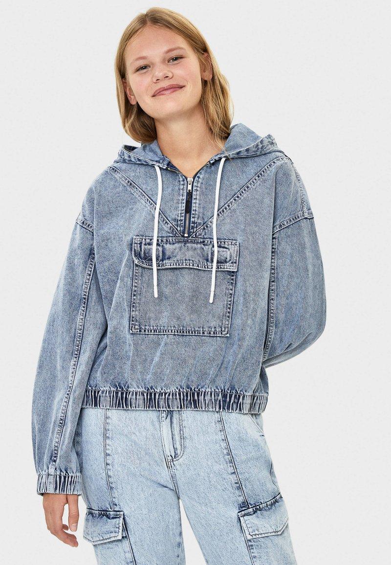 Bershka - MIT KAPUZE - Kurtka jeansowa - blue