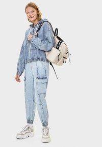 Bershka - MIT KAPUZE - Kurtka jeansowa - blue - 1