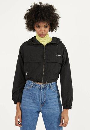 REFLEKTIERENDE JACKE MIT KAPUZE 01238551 - Summer jacket - black