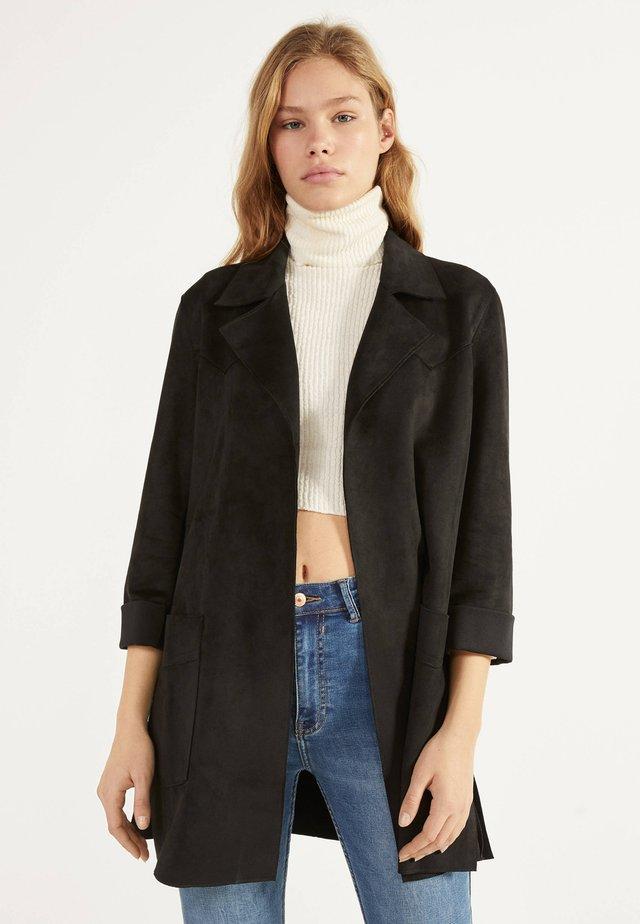 MIT GÜRTEL  - Classic coat - black