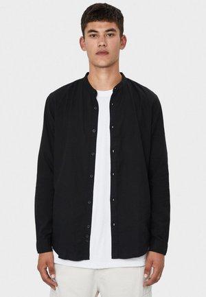 MIT MAOKRAGEN - Skjorter - black