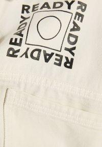Bershka - MIT PRINT - Giacca di jeans - white - 5