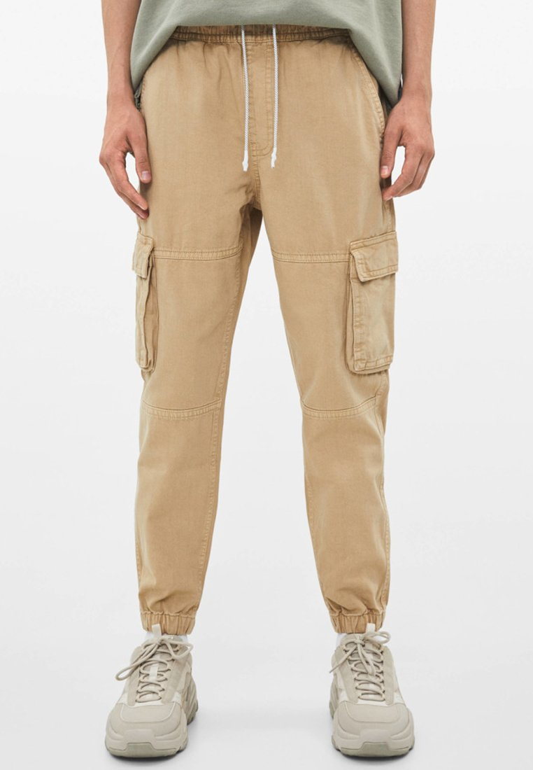Bershka - IM CARGO STIL  - Jeans Tapered Fit - beige