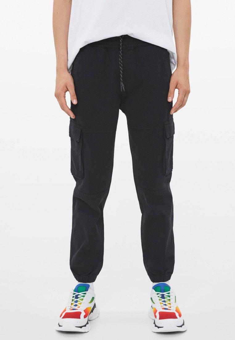 Bershka - IM CARGO STIL  - Jeans Tapered Fit - black