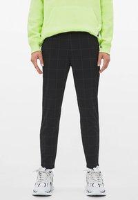 Bershka - Spodnie materiałowe - black - 0