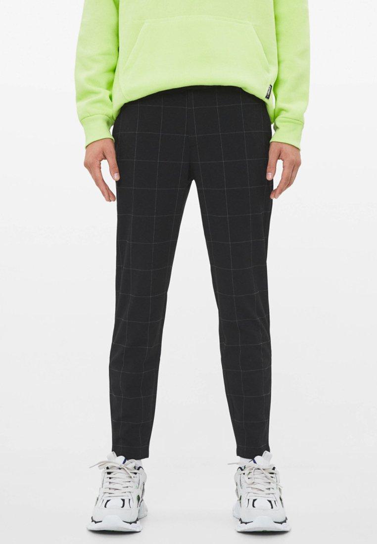 Bershka - Spodnie materiałowe - black