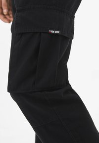 Bershka - MIT GÜRTEL - Cargo trousers - black - 3