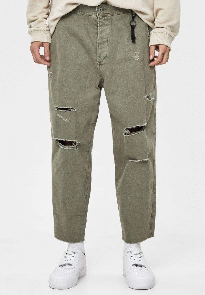 Bershka - MIT RISSEN - Relaxed fit jeans - khaki