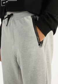 Bershka - Spodnie treningowe - grey - 3