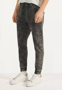 Bershka - Teplákové kalhoty - dark grey - 0