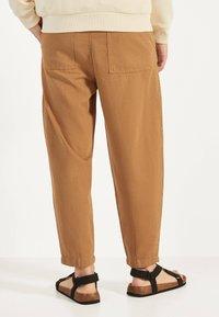 Bershka - Teplákové kalhoty - brown - 2