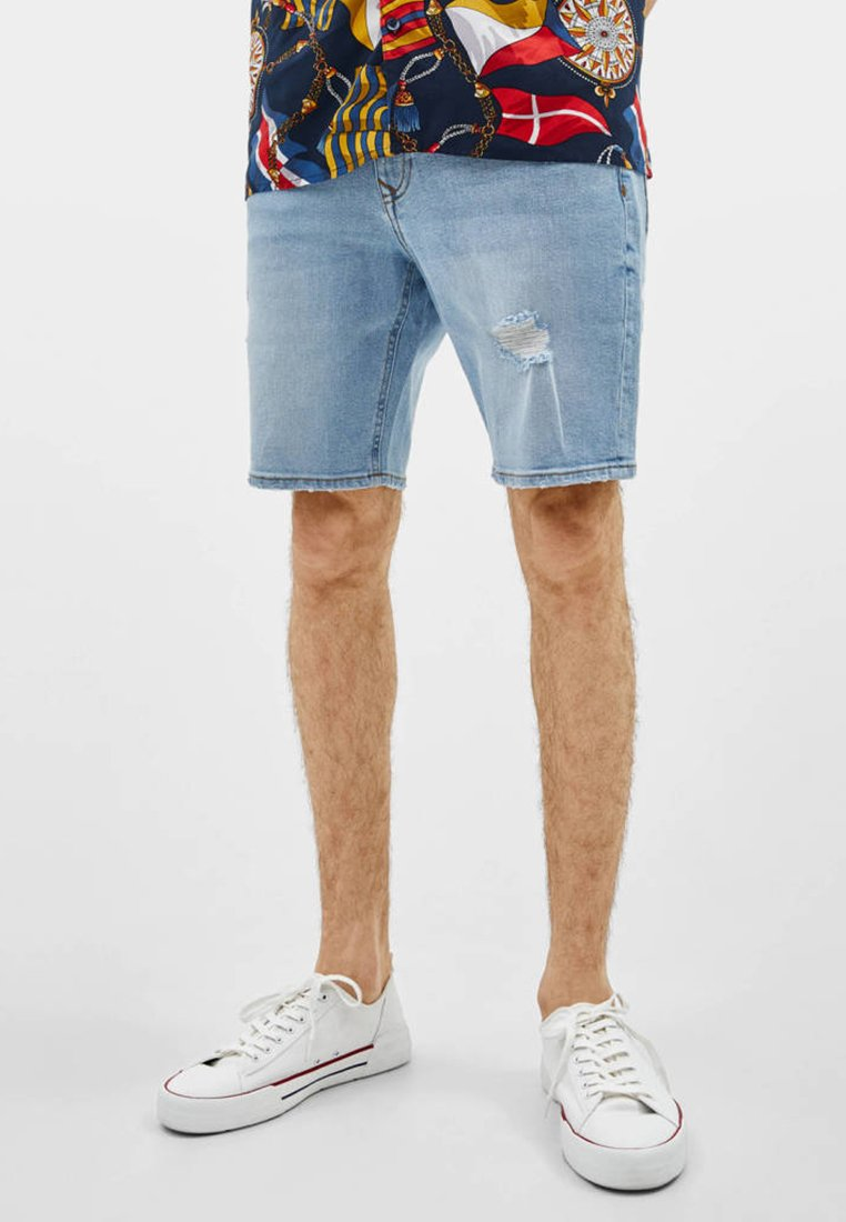 Bershka - BERMUDA - Jeans Shorts - light blue