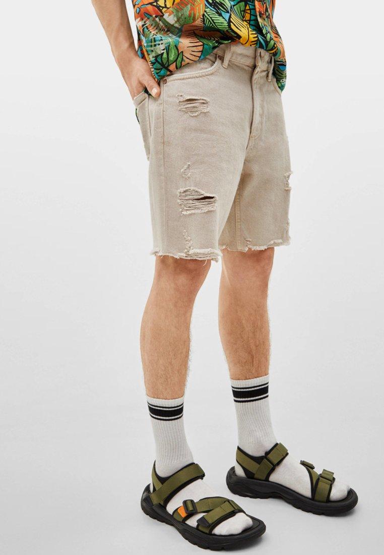 Bershka - MIT RISSEN  - Jeans Shorts - beige