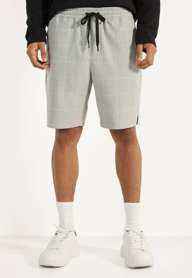 BERMUDA - Shortsit - light grey