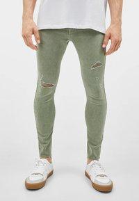Bershka - SUPERSKINNY - Jeans Skinny Fit - khaki - 0