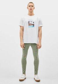 Bershka - SUPERSKINNY - Jeans Skinny Fit - khaki - 1