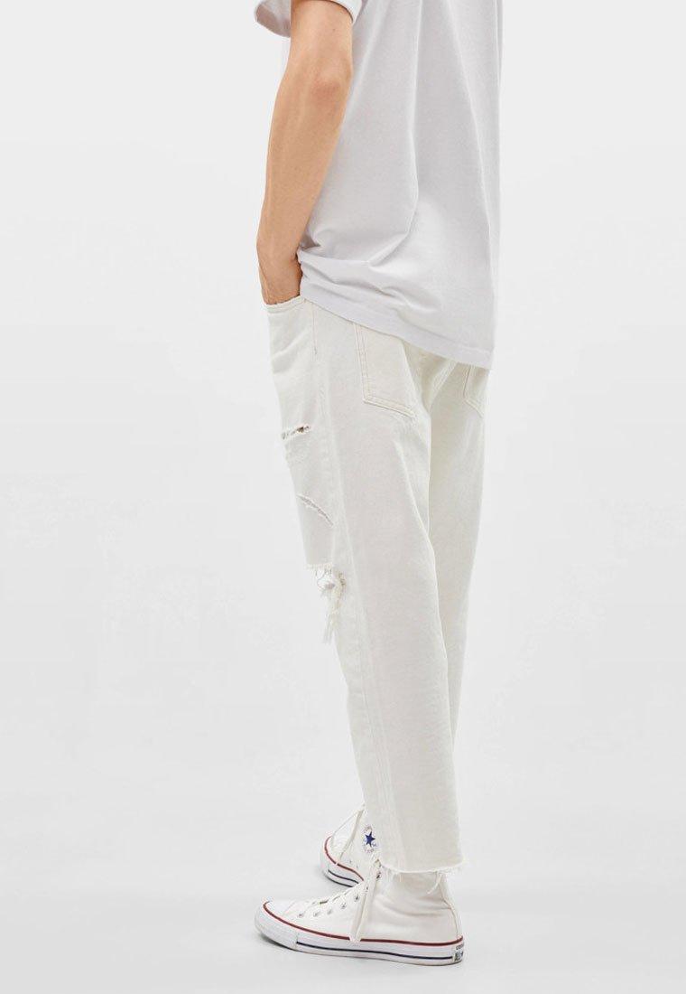 Bershka - MIT RISSEN  - Straight leg -farkut - white