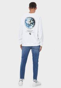 Bershka - MIT RISSEN - Jeans Skinny Fit - light blue - 2
