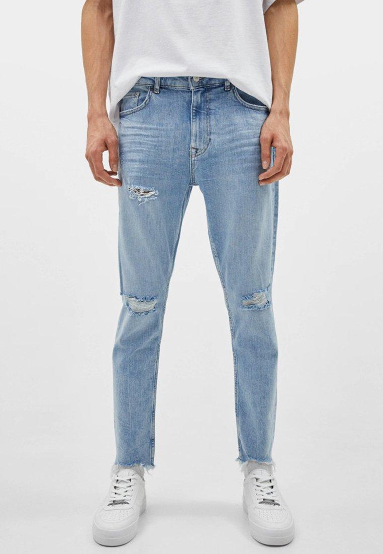 Bershka - MIT RISSEN - Jeans slim fit - blue