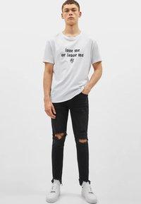 Bershka - MIT RISSEN - Jeans Skinny Fit - black - 1