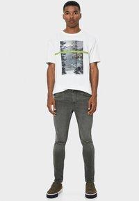 Bershka - Slim fit jeans - khaki - 1