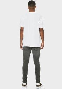 Bershka - Slim fit jeans - khaki - 2