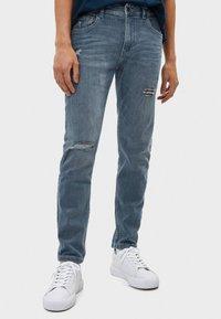 Bershka - Jeans Skinny Fit - grey - 0