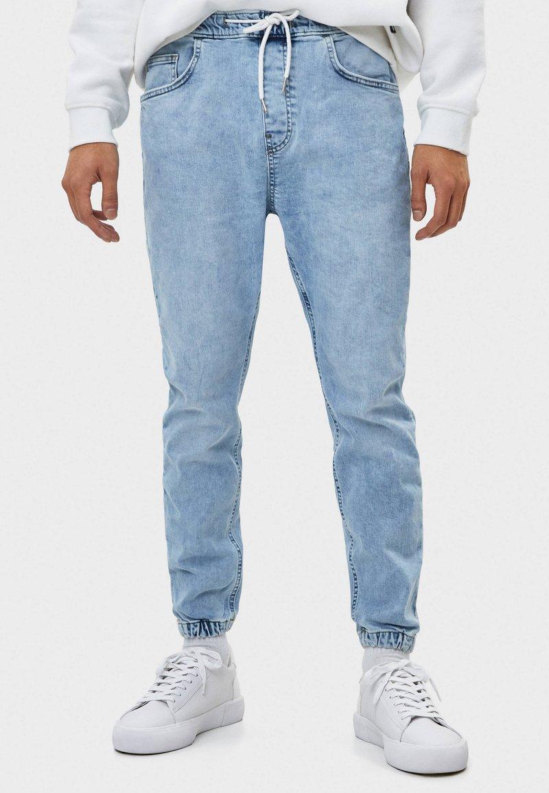 Bershka - Zúžené džíny - blue