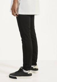 Bershka - Jeans Skinny - black - 2
