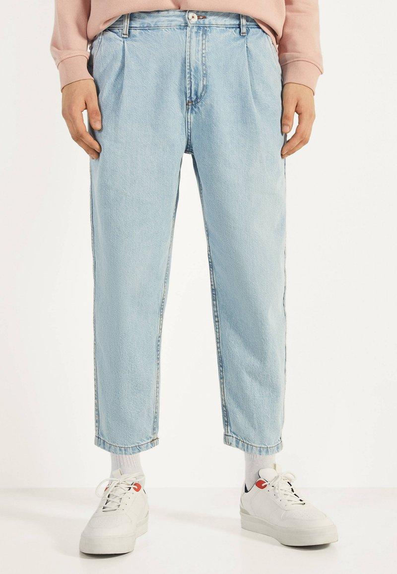 Bershka - BALLOON - Straight leg jeans - blue