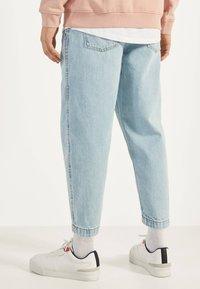 Bershka - BALLOON - Straight leg jeans - blue - 2